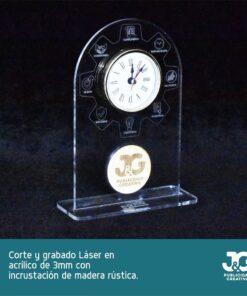 Modelo Engrane - Reloj hecho en acrílico y madera